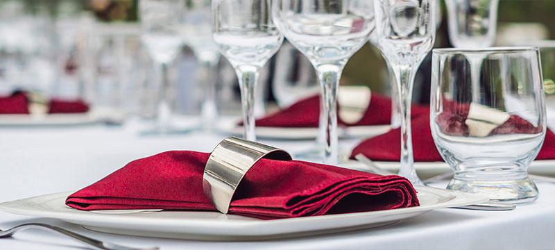 Zentratex, das sind Wäscheprofis für Gastro und Hotel. Hier: Enssemble aus Tischdeko für eine Veranstaltung.